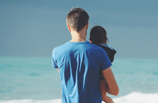パパの「産後うつ」が増えている理由