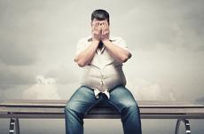 「太っている人」は借金しやすい?その理由とは…