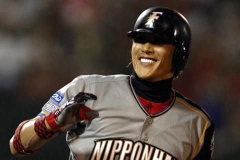 新庄剛志は「1パーセントの可能性があるなら、もう一回プロ野球選手に」。今オフに響いた言葉たち
